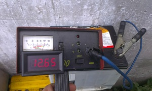 напряжение на аккумуляторе без нагрузки