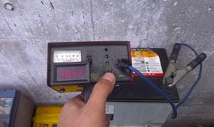 напряжение аккумулятора под нагрузкой