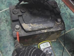 потери на грязном аккумуляторе